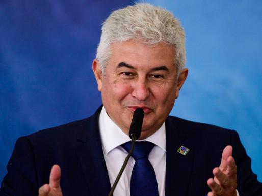 Ministro anuncia desenvolvimento de vacina financiada pelo governo