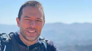Repórter da Globo decide peregrinar 421 km após perder seis familiares por Covid-19