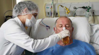SC: Paciente toma cerveja em hospital após ganhar alta de UTI Covid