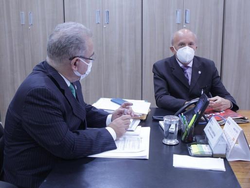 Secretário propõe ações para melhorias da saúde em audiência com ministro em Brasília