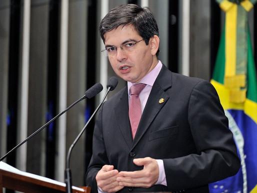 Randolfe Rodrigues prepara lista com 18 alvos para apurações da CPI da Pandemia