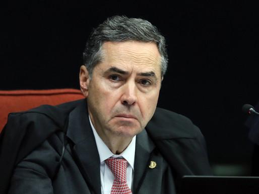 Barroso rebate Bolsonaro e diz que atuar para impedir eleição é crime de responsabilidade
