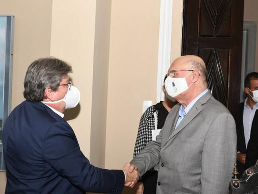 João recebe ministro Milton Ribeiro, pleiteia investimentos e apresenta ações da Educação, na PB