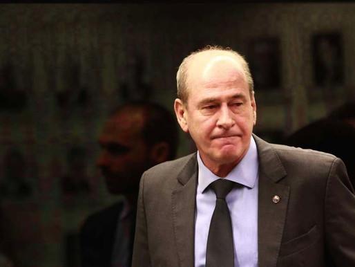 Militares se unem a outros Poderes para parar Bolsonaro