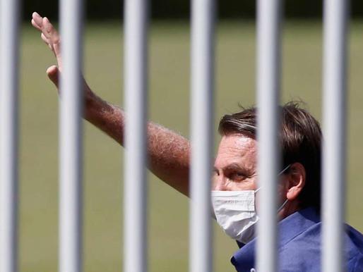 Bolsonaro reúne apoiadores e diz que faz tudo pelo povo