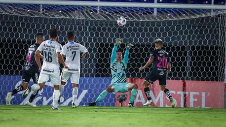 Del Valle supera Grêmio, que fica sob risco na pré-Libertadores