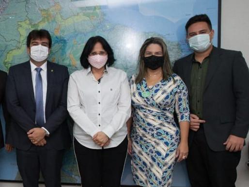 A pedido de Karla Pimentel, ministra Damares visita município do Conde