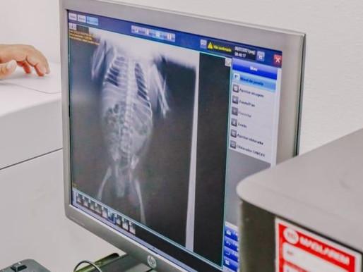 Leo Bezerra comemora instalação de monitores para leitos da Maternidade Cândida Vargas