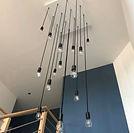 lea-morel-decoratrice-interieur-lens-arras-douai-decoration-bethune-seclin-carvin-conseils-agencement-design-espace-entree-lustre-bleu-ampoules