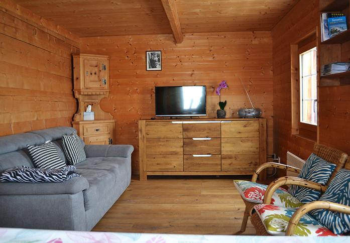 Berghütte Canischauna Hunger Waltensburg www.berghuetten-mieten.ch Maiensäss Wohn