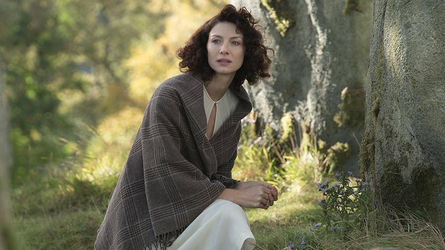 Outlander 1.01 - Sassenach - Claire 1.jpg
