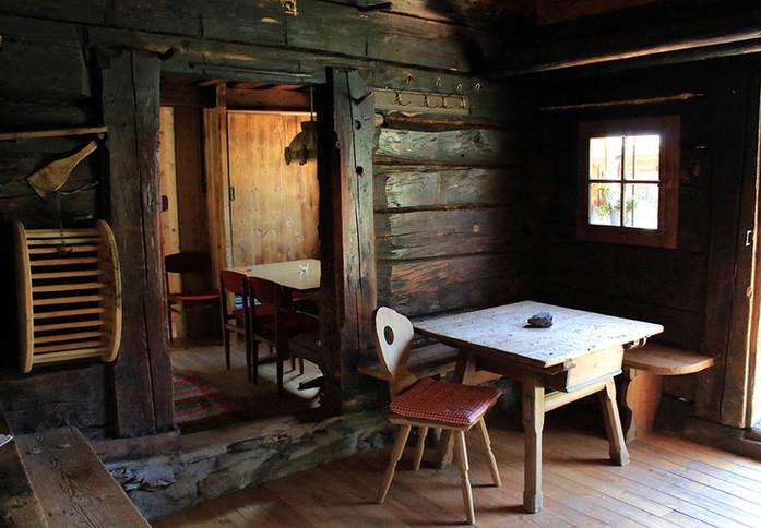 Stube Alphütte www.berghuetten-mieten.ch