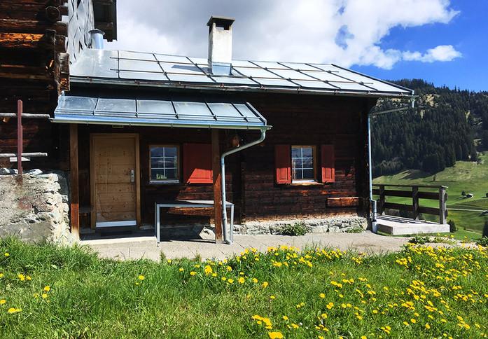 Berghütte Canischauna Hunger Waltensburg www.berghuetten-mieten.ch Maiensäss Auss