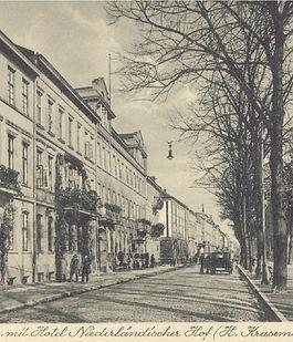 Historisches Bild der Frontfassade des Niederländischen Hofes