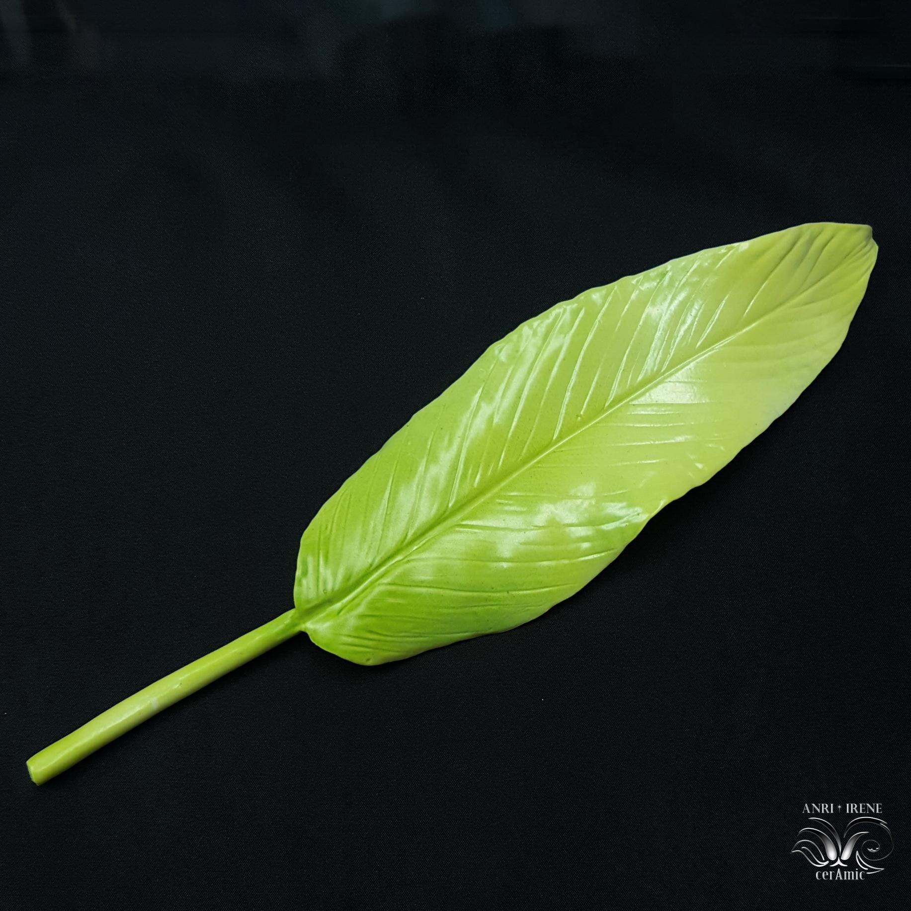 Ceramic porcelain leaf