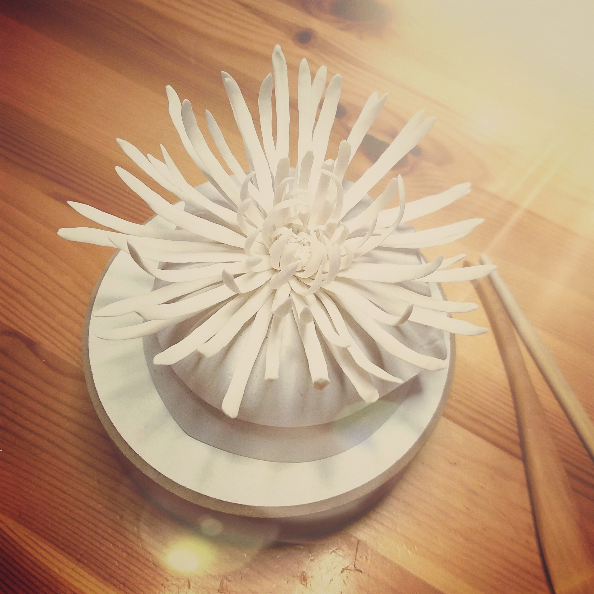 Porcelain chrysanthemum making