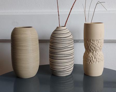 Vases en grès blanc