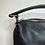 Thumbnail: Sac en cuir noir arrondi avec armatures dorées