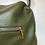 Thumbnail: Sac kaki en cuir arrondi avec armatures dorées