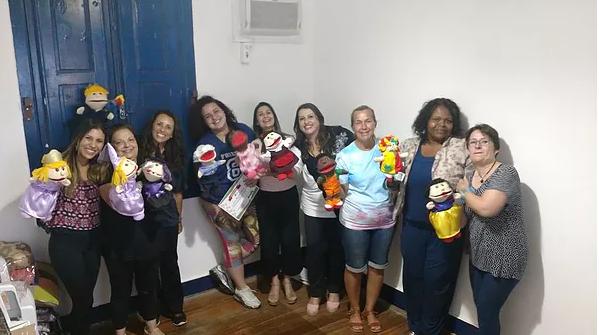 Turma do curso de Arteterapia                  Casa Pirilampo- Petrópolis - RJ