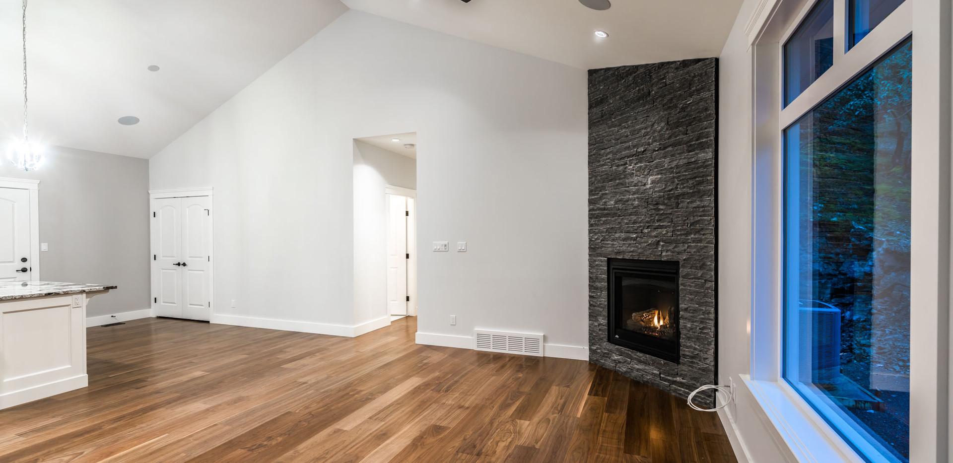 2847 Ashcraft Carriage House Livingroom