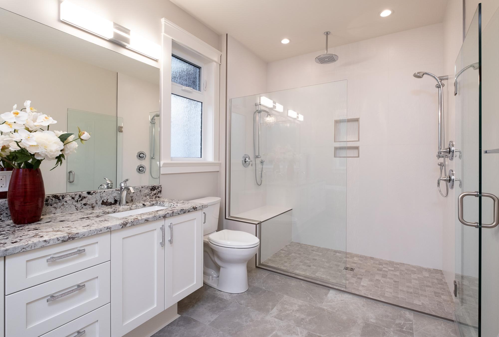 1085 Symons Cres - Bathroom