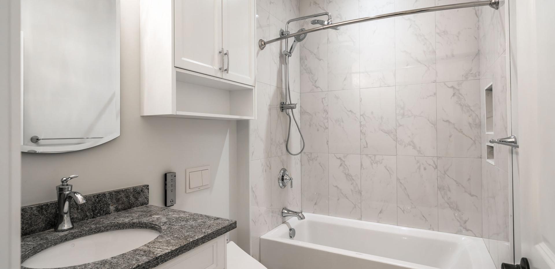2847 Ashcraft Carriage House Bathroom