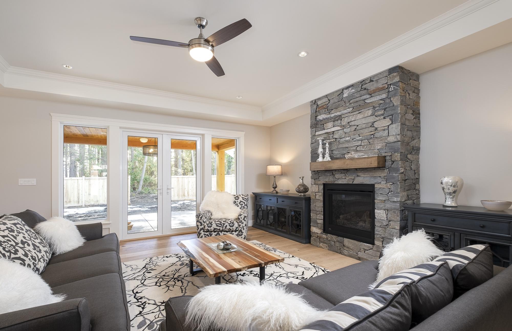 574 Avalon - Living Room