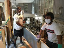 Martin Ayanegui and HomeOfficeHouston helping Flood and water removal during Hurricaine Harvey  (27)