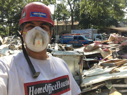 Martin Ayanegui and HomeOfficeHouston helping Flood and water removal during Hurricaine Harvey  (41)