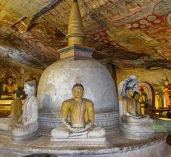 Dambulla_cave_temple_sri%20lanka_edited.