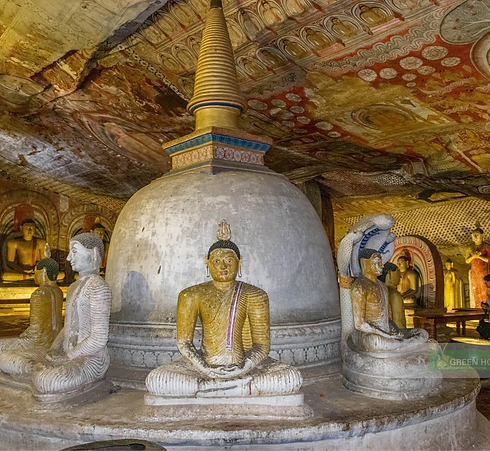 Dambulla_cave_temple_sri%20lanka_edited.