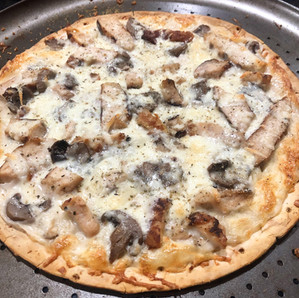 WHITE CHICKEN & MUSHROOM PIZZA