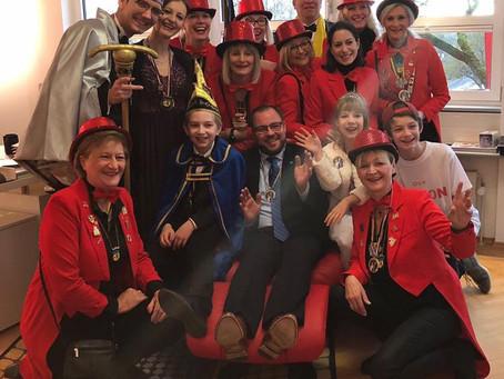 Die Coburger Narrhalla überraschte heute den neuen Landrat Sebastian Straubel im Landratsamt