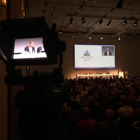 In Köln dürfen wir für die ZEG Generalversammlung an die Live-Kameras und in die Bildregie