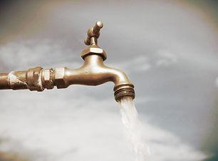 iStock-10722509_outdoor-water-spigot_s4x