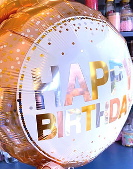 18 inch happy birthday balloon close up.