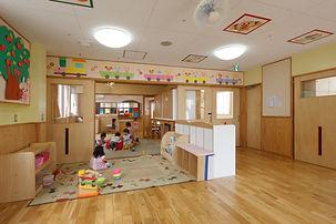 035 保育園 2階 ほふく室・和室・乳児室.jpg