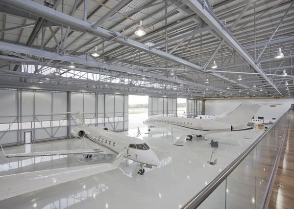 40SHH_pM.-Private-jet-hangar.jpg