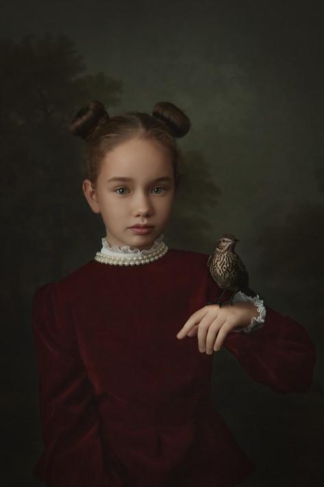 Девочка с дроздом