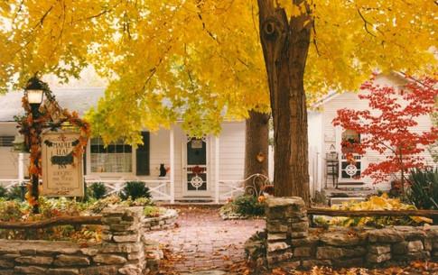 Maple Leaf Cottage Inn