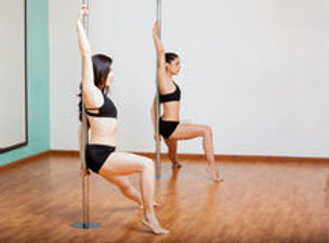 pole-dancing-students-class-38392945.jpg