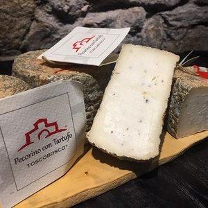 Pecorino Käse mit  Bianchetto Trüffel von Toscobosco