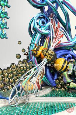 ハチの鏡台