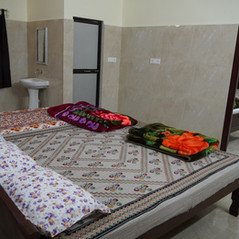 Larger double rooms that can accommodate several people are also available.