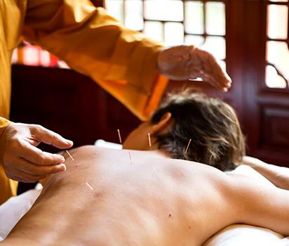 Du kan även boka akupunktur (ingår ej)