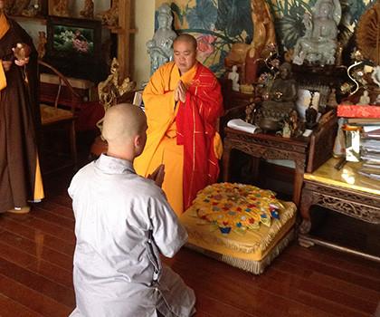 Niclas (Yangtorp Kung Fu tränare) får sitt namn Yan Mo på Shaolin