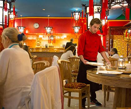 Yangtorp_Nicke-i-restaurangen_S.png