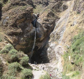 Antankallo falls เดินเขาไปหาน้ำตก @Peru