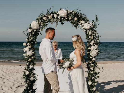 Ślub na plaży na Półwyspie Helskim